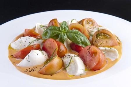 Caprese Mozzarella Tomate Raft Y Albahaca 016