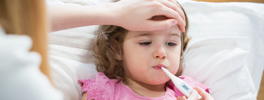 Los pediatras recuerdan que la fiebre siempre es un criterio para que los niños no vayan a clase, más en tiempos de coronavirus