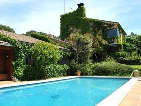 Masía de lujo en La Bisbal d'Empordà, Girona. Dos viviendas independientes