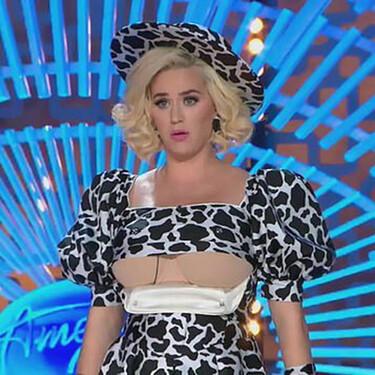 Katy Perry normaliza la lactancia materna apareciendo en la tele con un vestido adaptado para dar el pecho