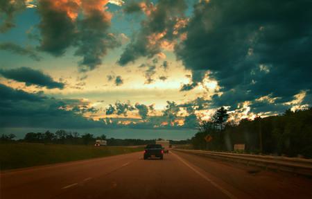 Nueve trucos para no quedarse dormido al volante si sales de puente