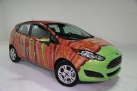 Un Ford Fiesta ¡cubierto de tocino!