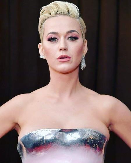Grammys 2019: Katy Perry se toma al pie de la letra lo de la  'figura de reloj de arena' en la red carpet