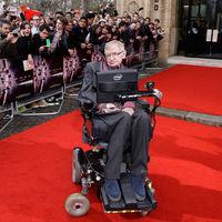 Ya puedes comprar la silla más famosa de la historia de la ciencia: la de Stephen Hawking