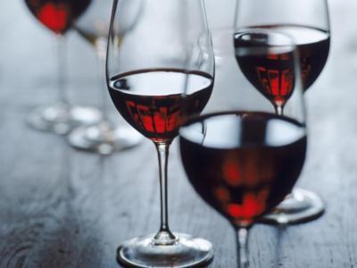 El vino tinto podría ayudar a quemar grasas
