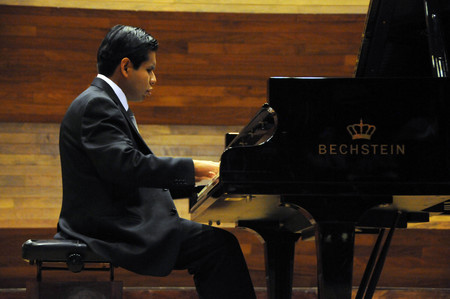 Ser invidente no fue impedimento para que José Antonio se graduará como músico en la UNAM