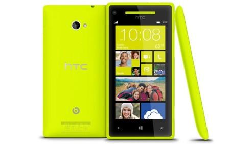 Las ventas de HTC caen un 60% en el mes de octubre. Windows Phone 8 no parece una solución