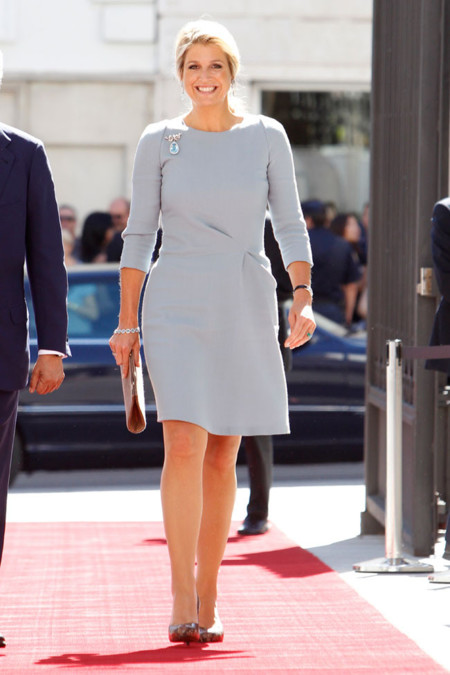 Máxima de Holanda en MAdrid con vestido azul