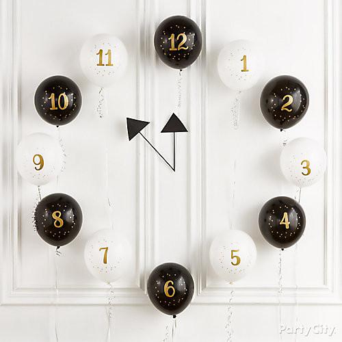 Un reloj decorativo