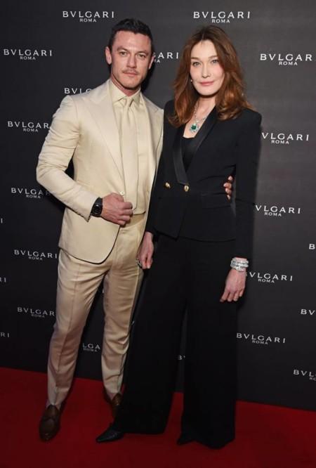 Un Luke Evans vestido de primera comunión en la reinauguración del flagship de Bvlgari en Londres