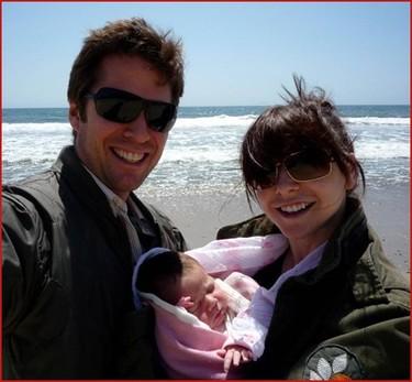Alyson Hannigan y Alexis Denisof muestran a su hija