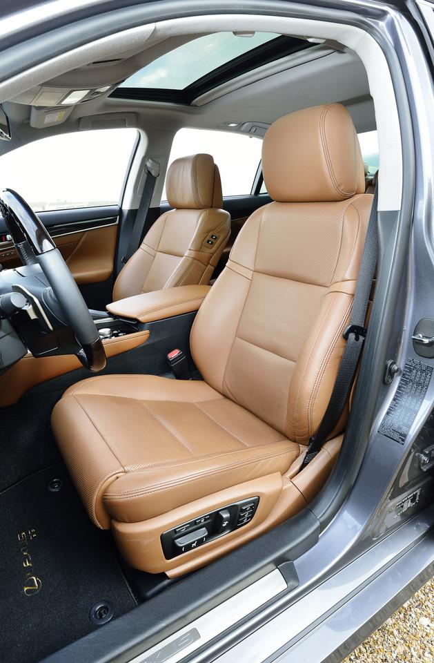 Foto de Lexus GS 300h (23/153)