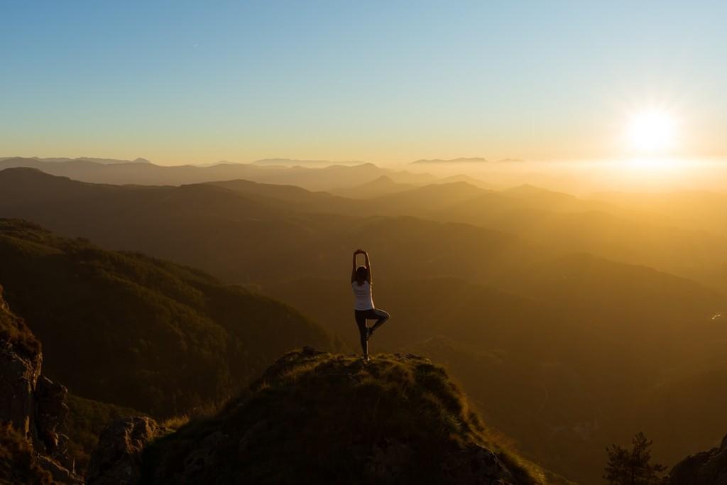 Así es como el yoga puede ayudarnos a lidiar con la ansiedad y el estrés