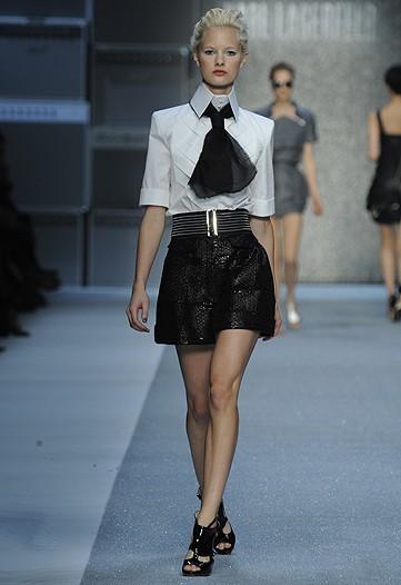 Foto de Karl Lagerfeld, Primavera-Verano 2010 en la Semana de la Moda de París (10/15)