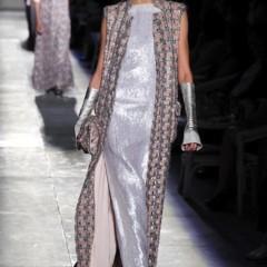 Foto 38 de 61 de la galería chanel-alta-costura-otono-invierno-2012-2013-rosa-gris-brillos-y-nuevo-vintage en Trendencias