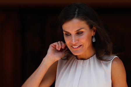 Doña Letizia apuesta por el perfecto look veraniego por el que toda working girl podría apostar