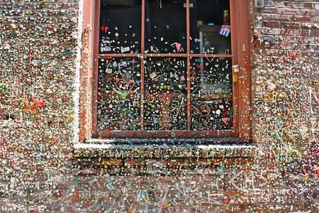 ¿Arte callejero o costumbre antihigiénica? The Great Gum Wall, la pared de los chicles de Seattle