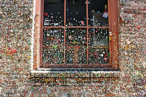 ¿Arte callejero o costumbre antihigiénica? The Great Gum Wall, la pared de los chicles de Seattle