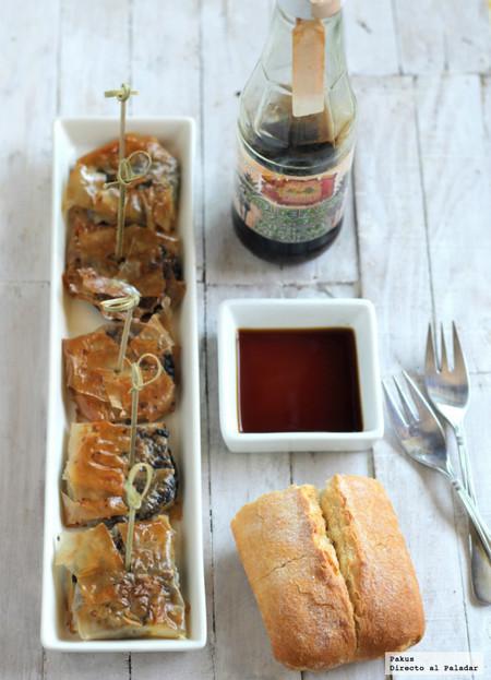 Crujientes de morcilla y miel de palma. Receta de aperitivo