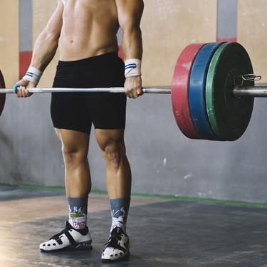Siete ejercicios con pesas para trabajar tus piernas que puedes incluir en tu entrenamiento