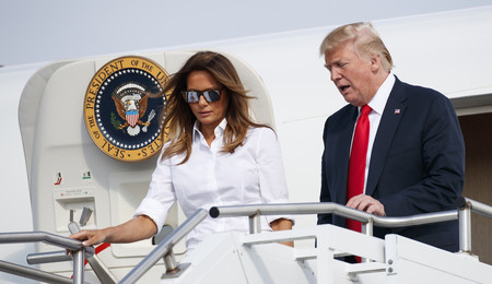 ¡Atención al bolso de Burberry que acaba de estrenar Melania Trump porque puede convertirse en auténtica tendencia!