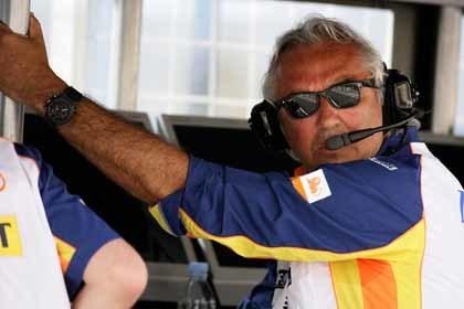 Briatore cifra en un 60% las opciones de firmar a Alonso