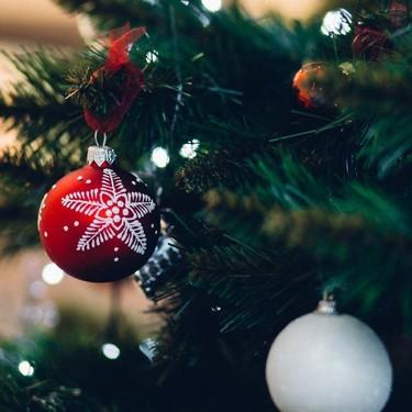 Decora como un profesional: éstos diseñadores de interiores nos inspiran a decorar el árbol de navidad perfecto
