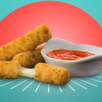 El timo de la estampita: a los mozzarella sticks de McDonalds les falta...¡la mozzarella!