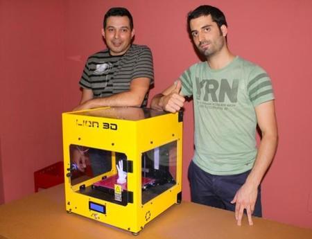 Los responsables de LEON3D con su impresora LION3D