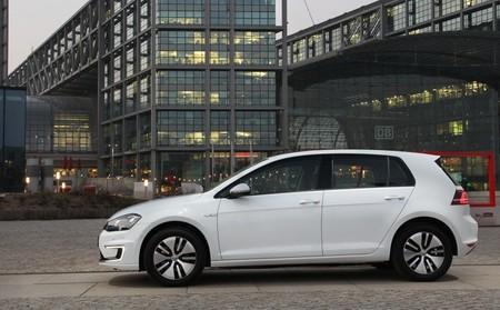 Volkswagen e-Golf blanco 03