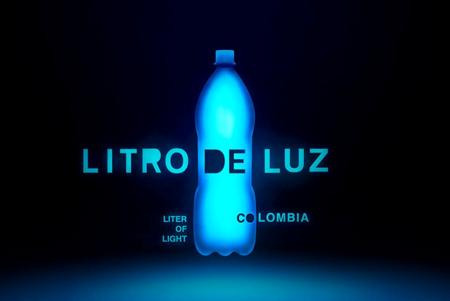 Postes de luz auto sostenibles son el proyecto galardonado de un litro de luz Colombia