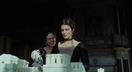 Fascinante tráiler de 'La favorita': Olivia Colman, Rachel Weisz y Emma Stone enloquecen en la nueva película de Lanthimos