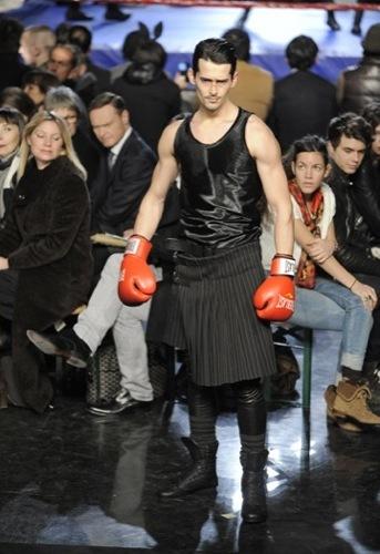 Jean Paul Gaultier, Otoño-Invierno 2010/2011 en la Semana de la Moda de París. Falda
