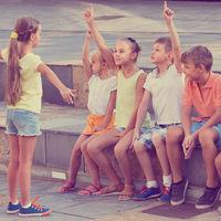 Por qué es bueno que los niños jueguen en la calle