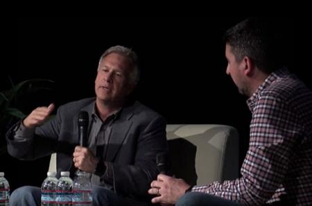 """Una Apple """"atrevida"""": Phil Schiller habla sobre algunas decisiones delicadas con John Gruber"""