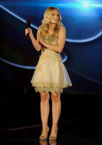 Megan Fox y Kristen Bell en los premios 2010 VH1 Do Something II