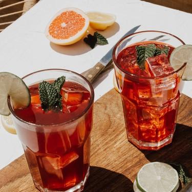Siete ideas para cambiar tus refrescos azucarados por agua con sabor