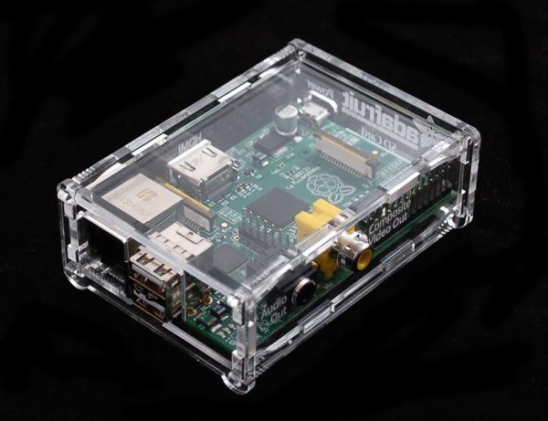 La Raspberry Pi en una caja transparente