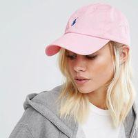 Esta gorra rosa  de Polo Ralph Lauren puede ser tuya por 27,49 euros gracias a Asos. Envío gratis