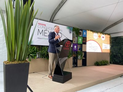 Toyota premia a los 3 ganadores de la segunda edición de Conduciendo un México Mejor