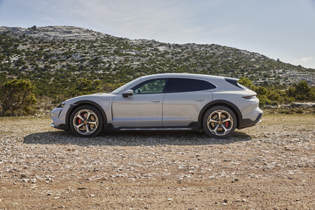 Porsche Taycan Cross Turismo lateral