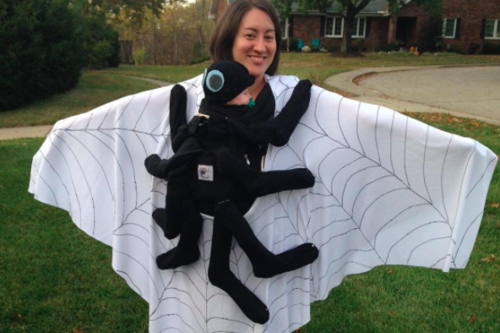 15 terroríficas ideas de disfraces para Halloween porteando a tu bebé
