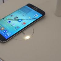 Dos son los grandes estándares de carga inalámbrica, y los dos funcionan en el Galaxy S6
