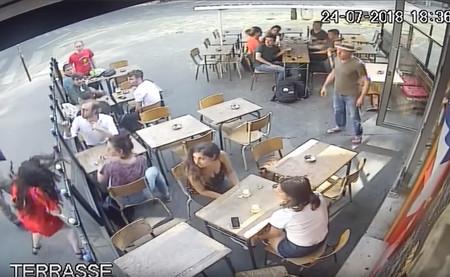 """""""Solidarité!"""": el puñetazo a una mujer que ha despertado el movimiento #MeToo de Francia"""