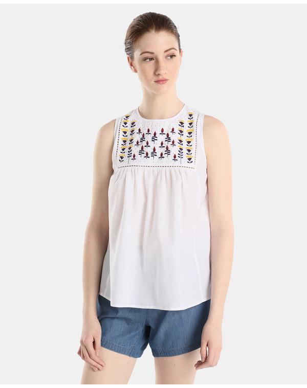 Foto de Blusas con bordados en moda UNIT (2/5)