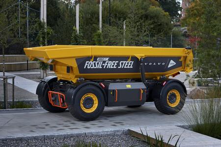 """Volvo muestra el primer coche con """"acero verde"""" del mundo: fabricado sin combustibles fósiles gracias al hidrógeno"""