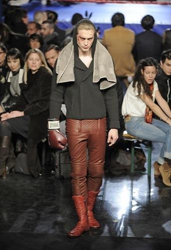 Jean Paul Gaultier, Otoño-Invierno 2010/2011 en la Semana de la Moda de París. Deportivas