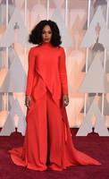 Solange Knowles, de rojo y sin peinar
