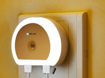 Lámpara LED Brelong, con sensor de luz y dos puertos USB, por sólo 3,58 euros y envío gratis