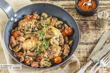 Asado de pollo con paprika, champiñones y tocino. Receta